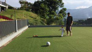 fais dan papa main bola